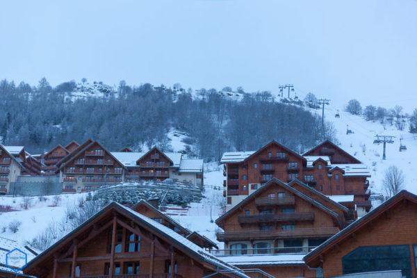 savoie valloire maurienne station resort village valloire chalet bois wood
